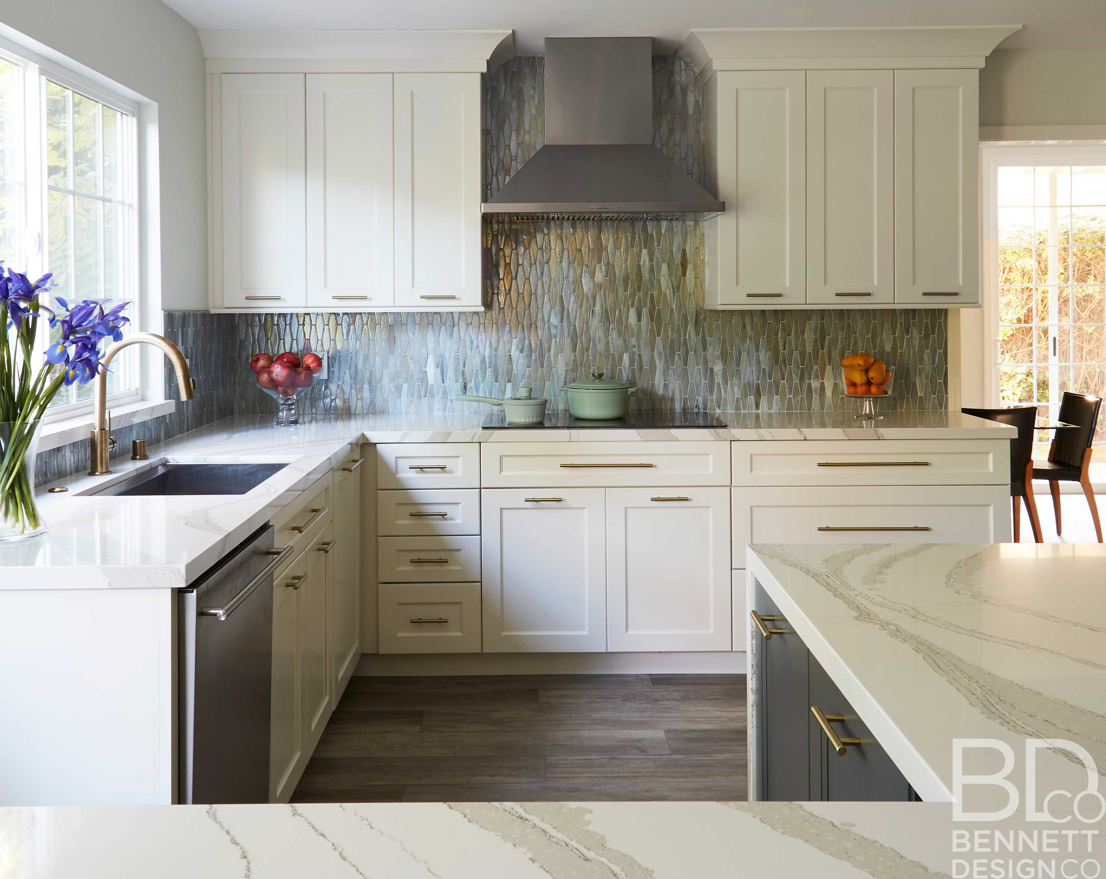 two-tone_transitional_kitchen_remodel-2-(4)