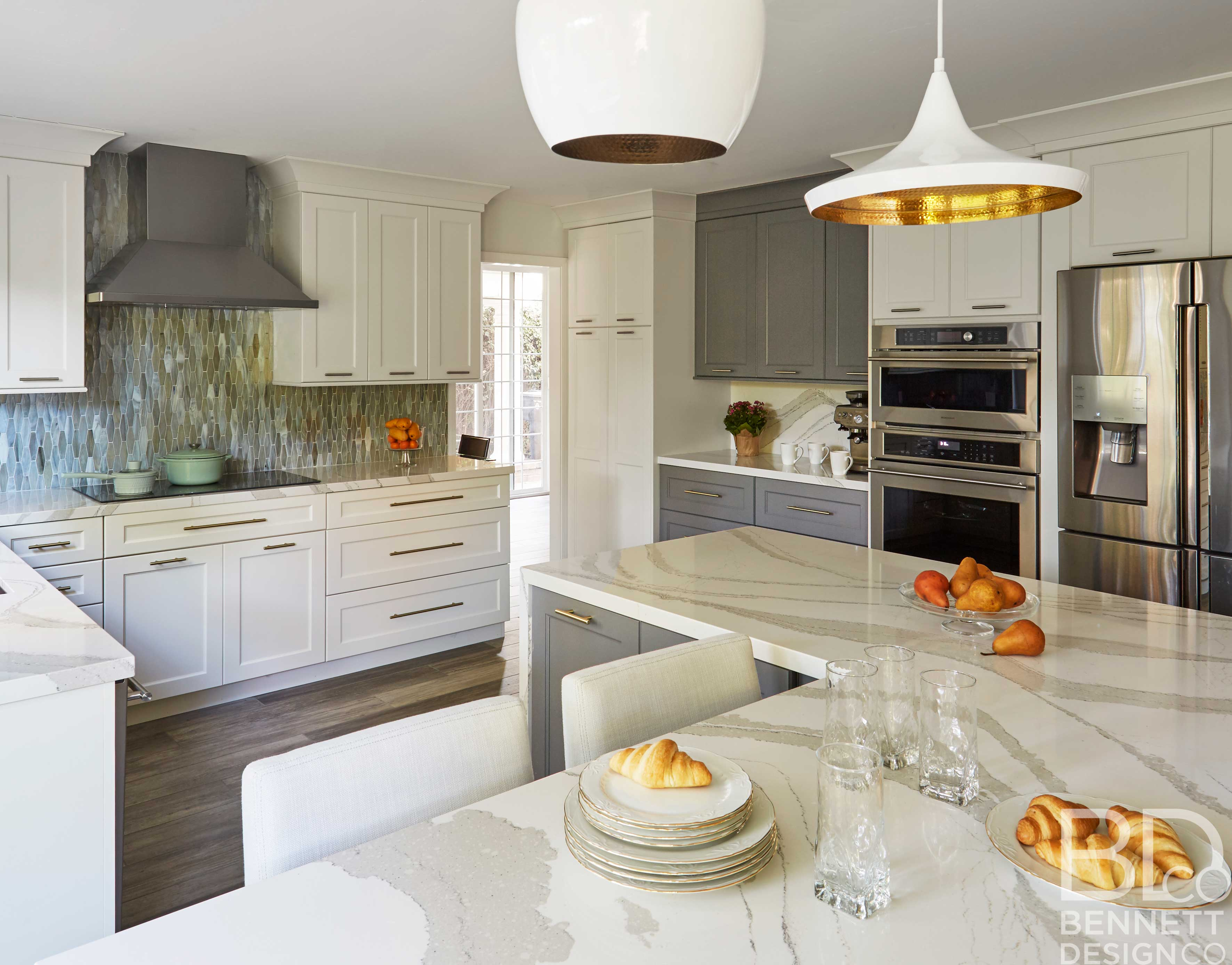 two-tone_transitional_kitchen_remodel-3-(5)